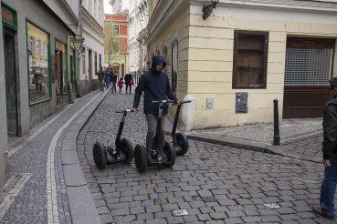 Tak się dzisiaj zarabia na turystach w Pradze.