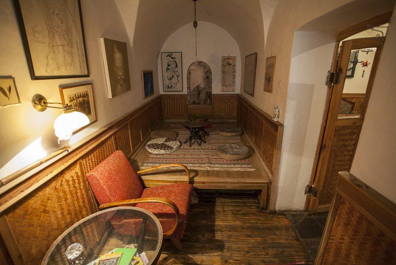 Wnętrze herbaciarni w Pradze - w typowym czeskim stylu.