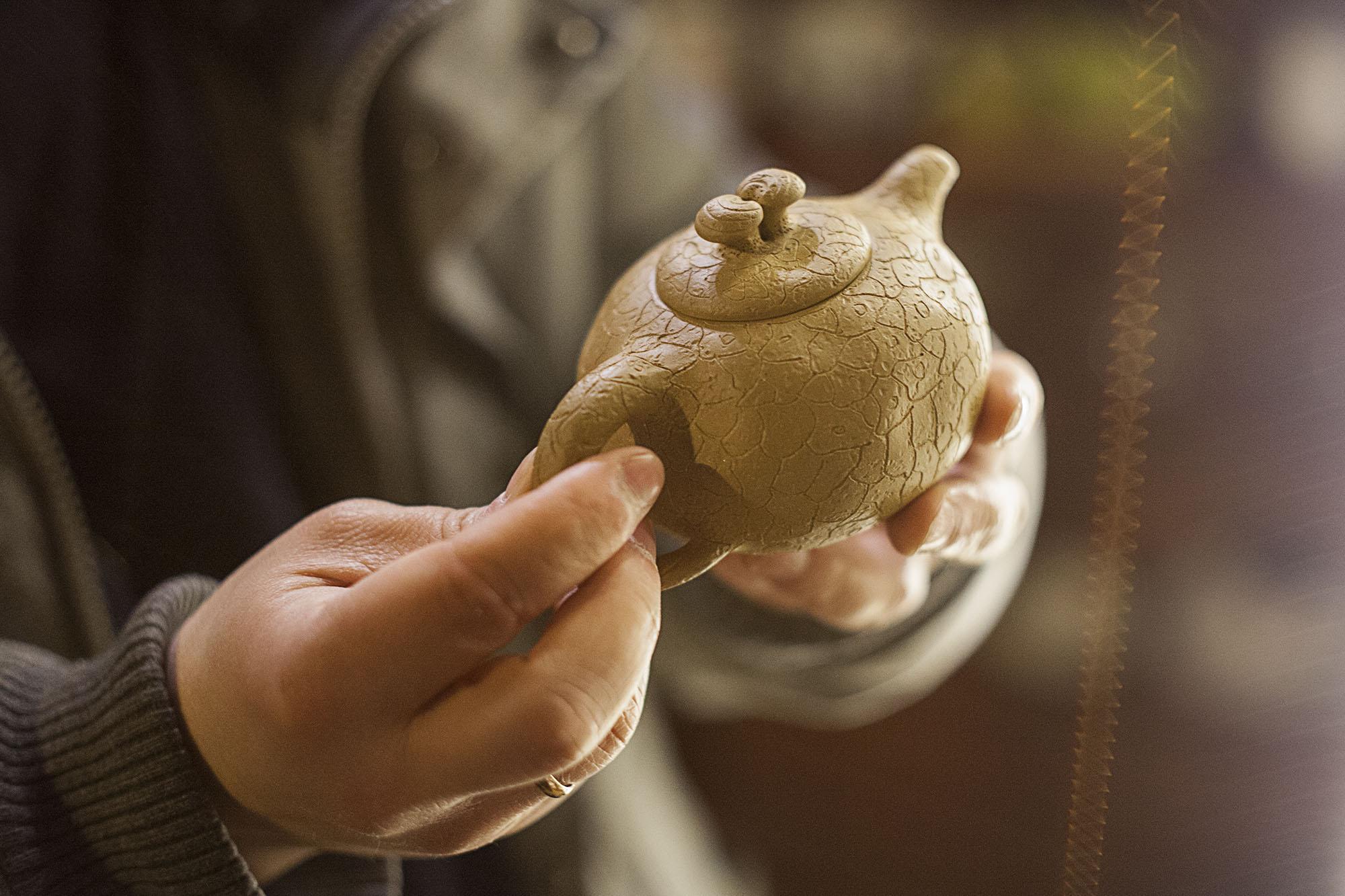 Chiński gliniany czajniczek do herbaty.