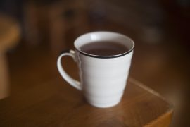 kubek herbaty czarnej