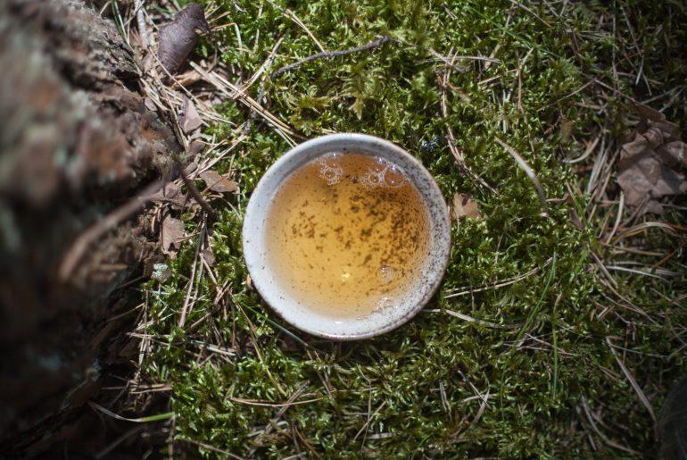 czarka z herbatą, widok z góry