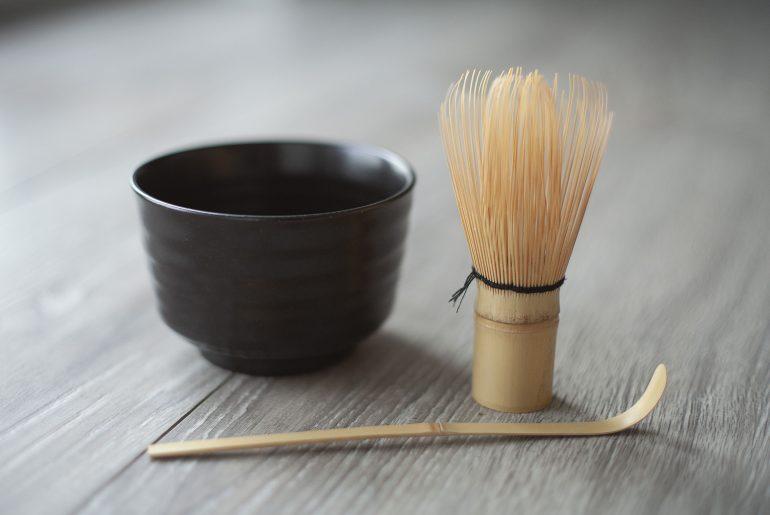 zestaw naczyń do parzenia herbaty matcha