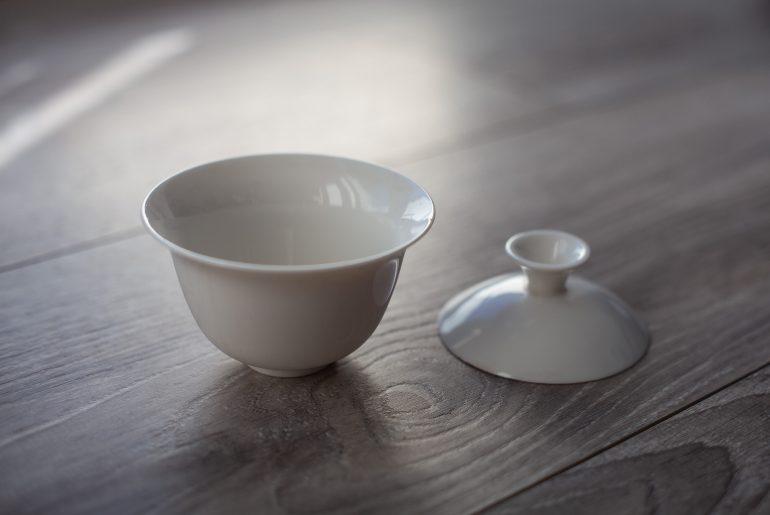 naczynie gaiwan do parzenia herbaty wraz z przykrywką