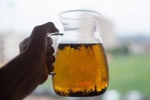 herbata na zimno oolong, przygotowana w litrowym dzbanku